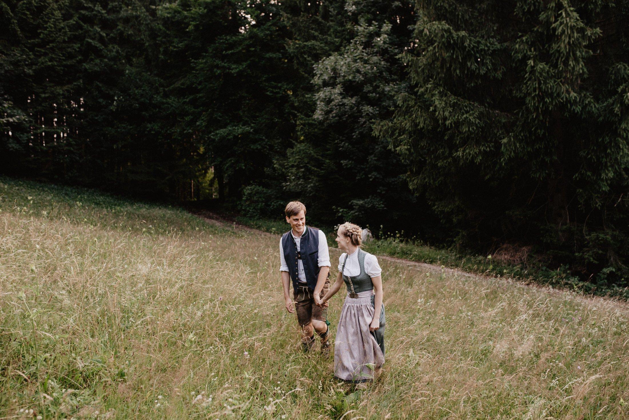 Hochzeitsfotograf Weyerer Alm Dirndl Lederhosen